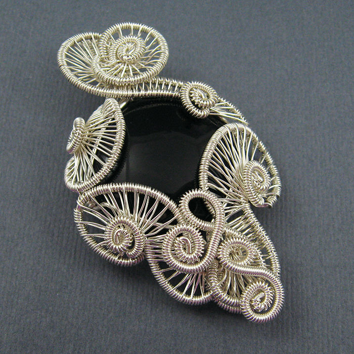 Wire jewelry tutorials.